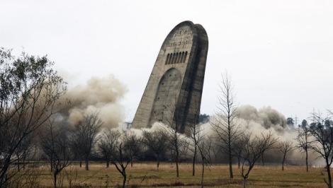 Le sacrifice de milliers de Géorgiens dynamité par Saakashvili, à Koutaïssi en 2009.