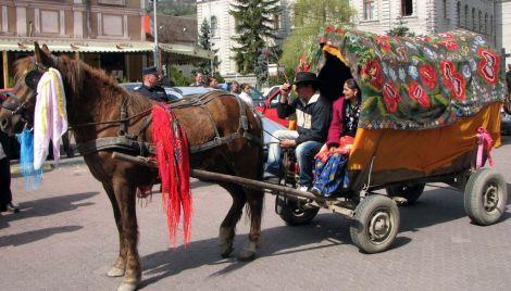 Les charrettes sont encore présentes dans les villages roumains. Elles sont prisées notamment par les tsiganes.