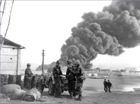 Nasser l'Égyptien sort considérablement renforcé de la crise du canal de Suez.