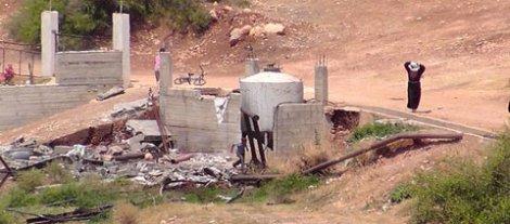 """Un puits palestinien détruit par l'armée israélienne. Il avait été construit """"illégalement""""."""