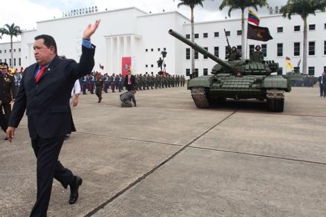 img_pod_2506-Chavez-military-ceremony-RTR343V2-pod