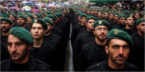 Fondé en 1982 pour faire face à l'invasion israélienne du Liban, le Hezbollah a su séduire la rue arabe sunnite. Reste que cet amour pourrait s'estomper au vu de l'implication du mouvement de Nasrallah en Syrie.