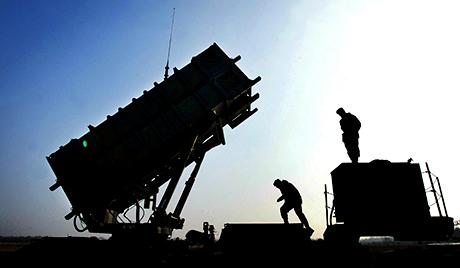 La récente installation de missiles Patriot américains à la frontière turco-syrienne a beaucoup fait couler d'encre, notamment en Russie.