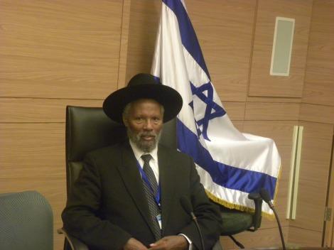 Les Falashas, originaires d'Éthiopie ont été persécutés par d'autres juifs et par des rois chrétiens. Aujourd'hui, ils sont menacés par l'ultra-orthodoxie ambiante en Israël.