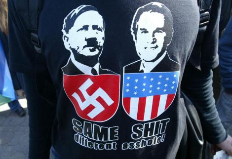 Lors de manifestations contre l'intervention américaine en Irak, des manifestants turcs n'ont pas hésité à comparer Hitler à Bush.
