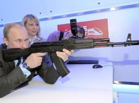 Poutine dégomme les mendiants qui restent devant les portes du Kremlin.